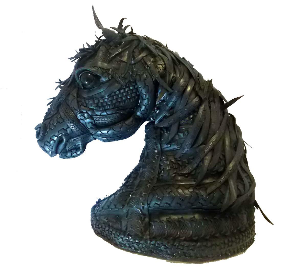Cabeza de caballo realizada con Neumáticos, Acero y Madera